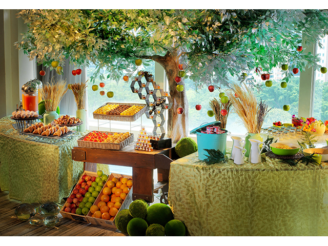 buffet fruit lineups with tree decorations
