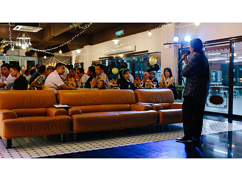 cafe customers enjoying live music