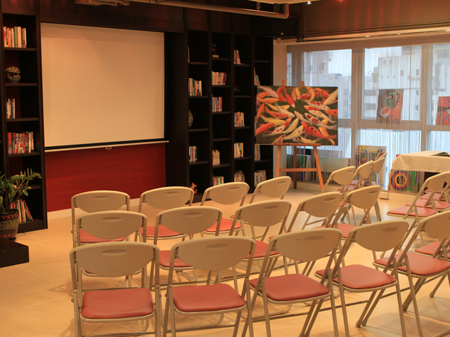 seminar chair setup with projector screen