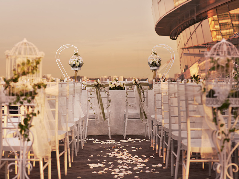singapore sunset wedding venue with white decorations