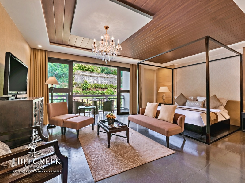 bedroom with terrace area with nature's view
