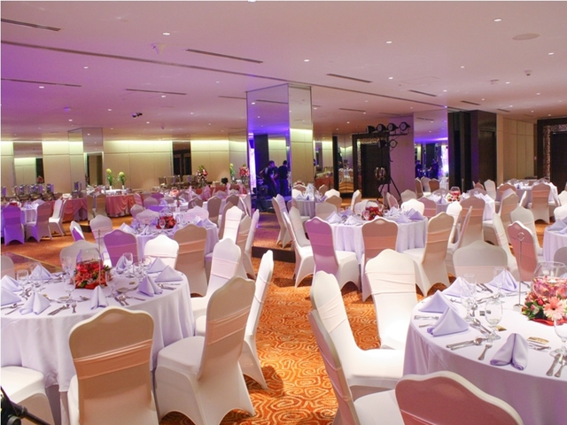 high ceiling ballroom in philippines with banquet seating and glass pillars