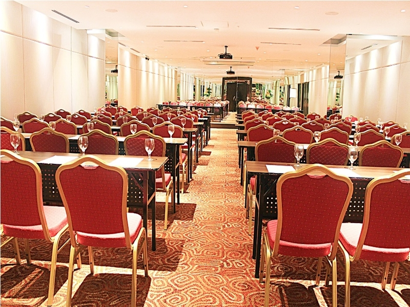 manila large seminar hall with classroom seating and refreshment