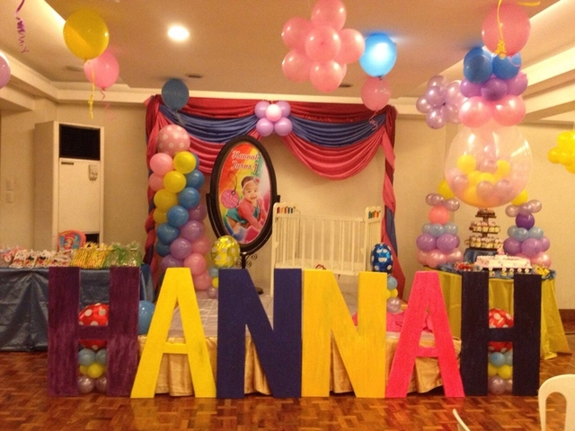 kids birthday party with name sign