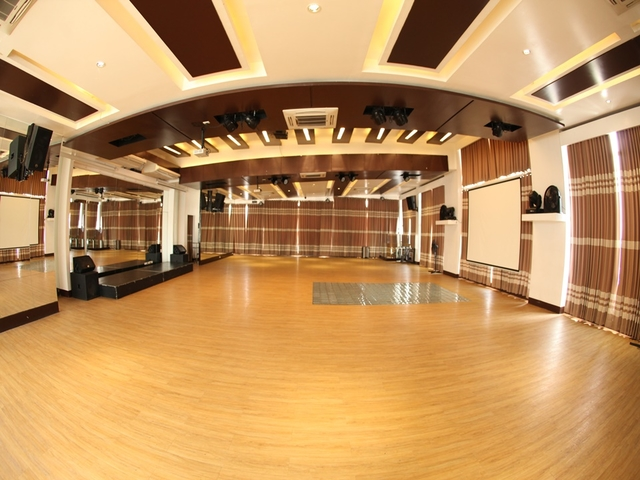 event space with high ceiling and floor to ceiling mirror