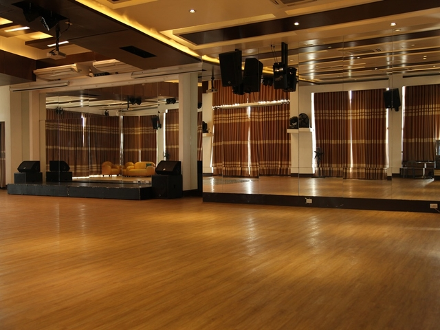 spacious function room with floor to ceiling mirror