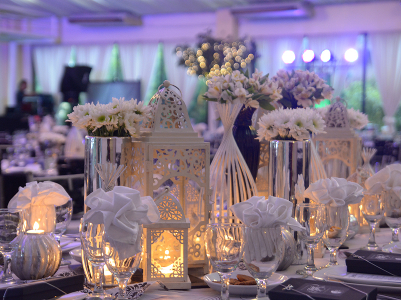 la pergola romantic wedding table decor
