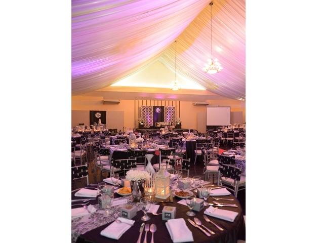 wedding ballroom setup using round table