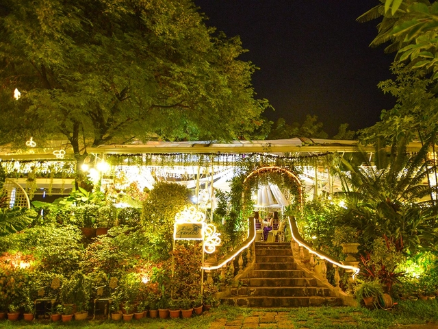 the entrance of blue gardens surrounded with trees and green environment