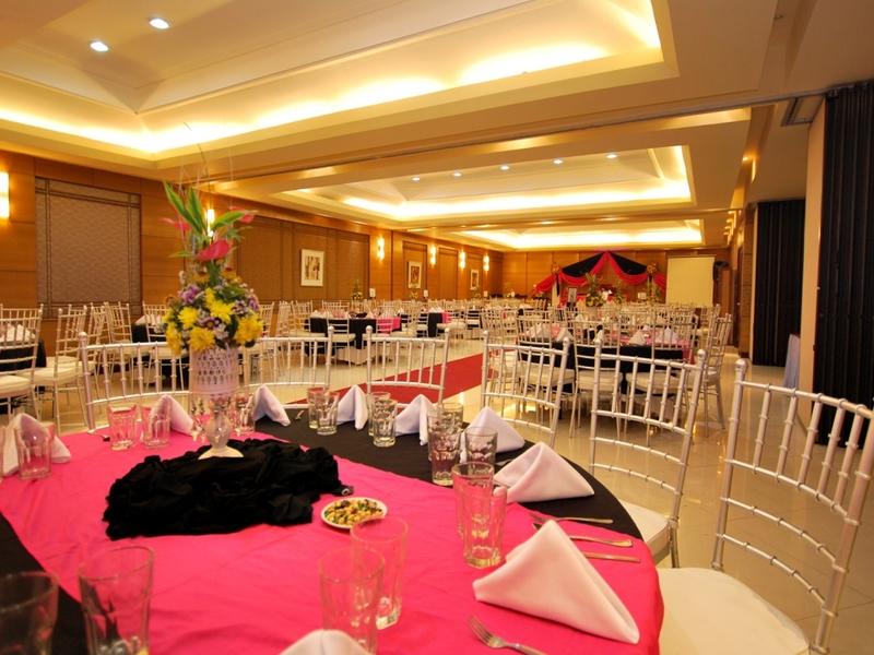 hotel ballroom with round table setup