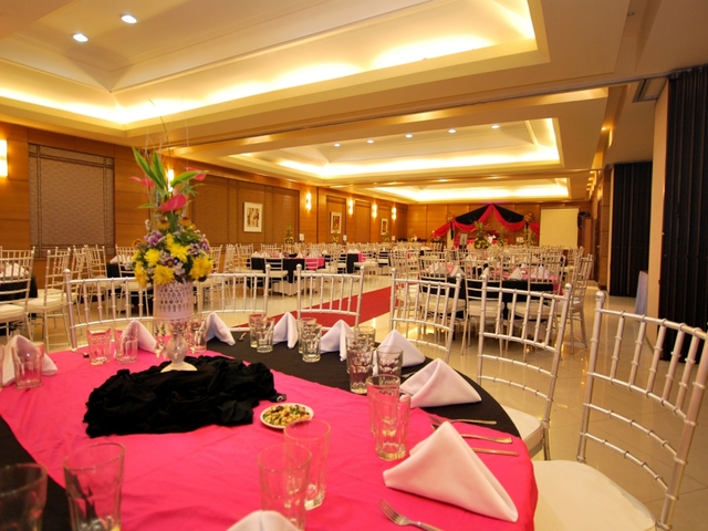 hotel ballroom with round table setup
