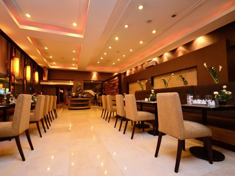 main dining area of hotel restaurant