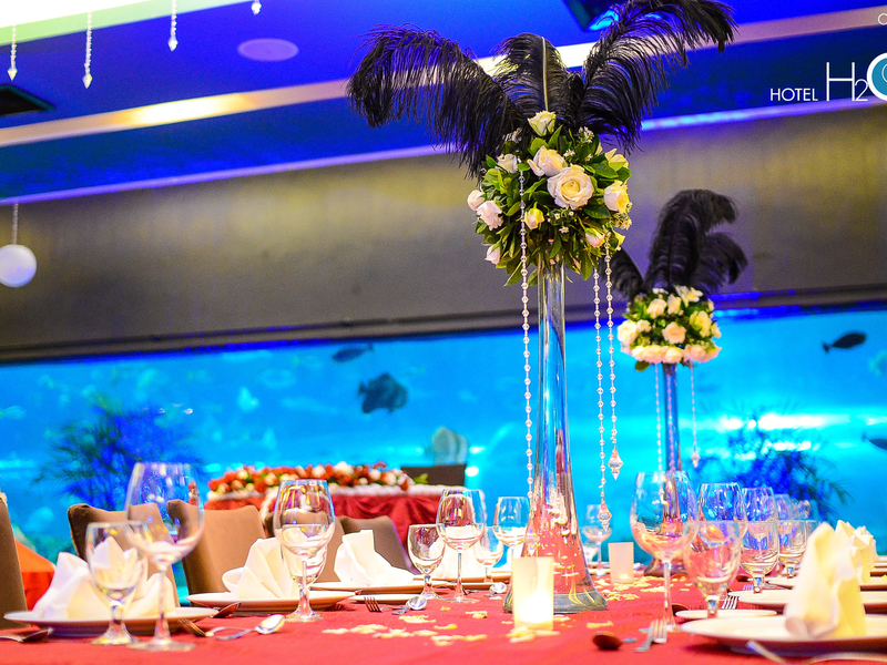private intimate wedding dinner with wall aquarium