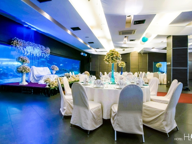 wedding reception at the hotel ballroom using round table setup