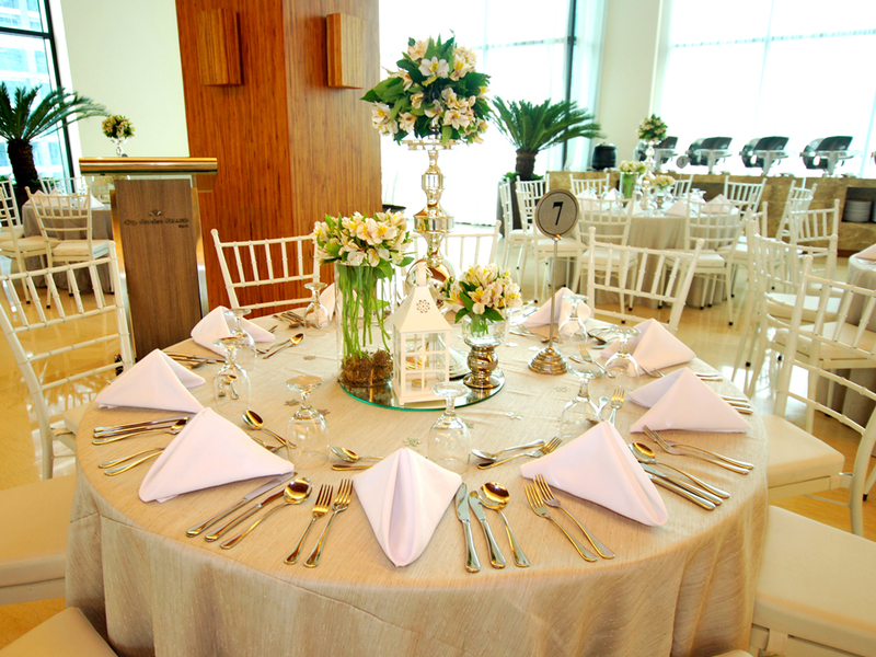 banquet style for wedding party with flowers decoration on the table