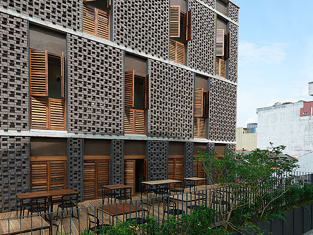 exterior brick building of lantern hotel