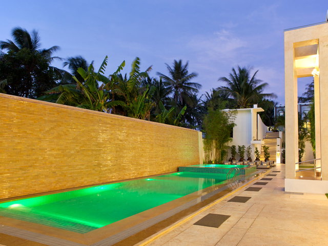 outdoor pool for private poolside party