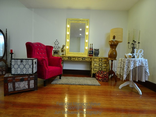 living room area featuring sofa, table, and mirror
