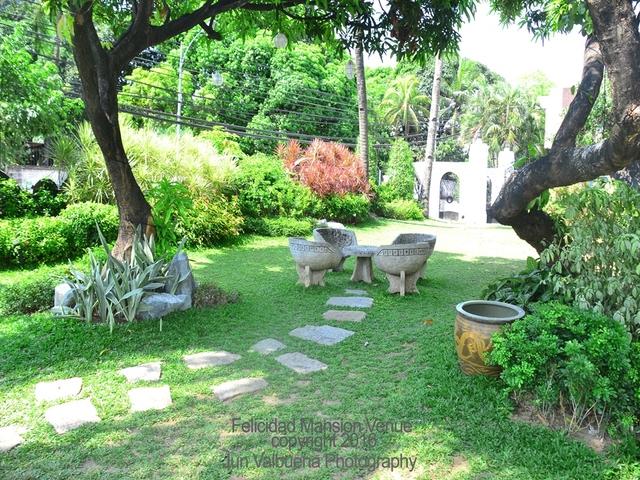 beautiful outdoor garden wedding party venue