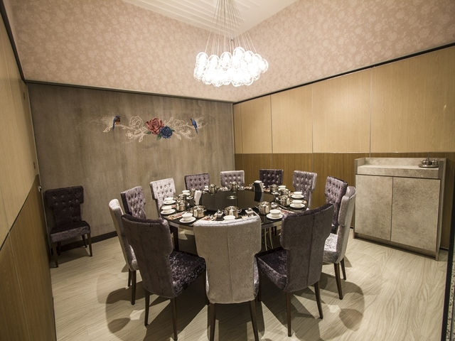 private dining room for business meeting