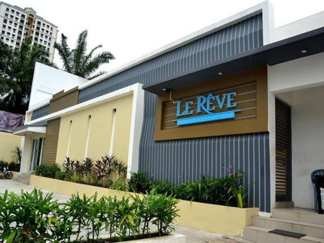 entrance to le reve events place