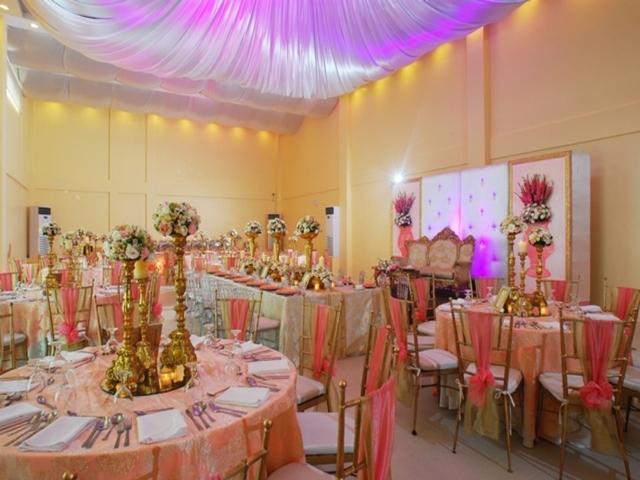 roundtable dining setup for wedding