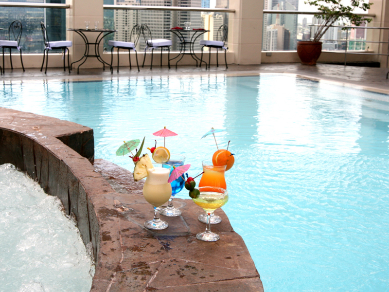 fresh cocktails served at the side of the pool