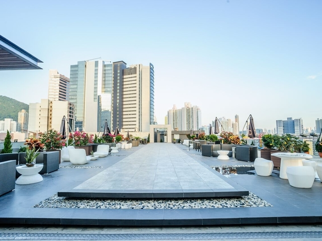 Rooftop garden d2 place one rooftop bar central event space west kowloon hong kong venuerific medium