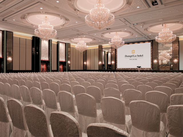 white-themed ballroom in singapore with crystal pendant lamps
