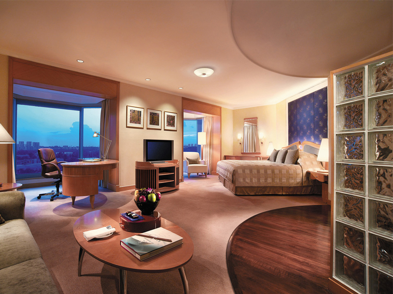 five star hotel in singapore with large bedroom and city view
