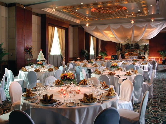 wedding ballroom tables; folded napkin decoration