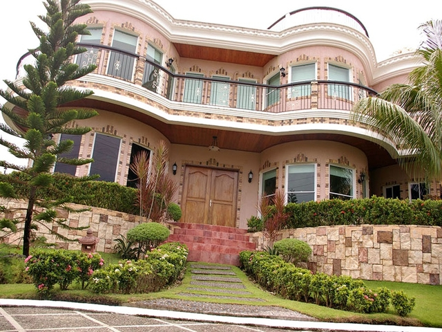 entrance to tali beach house