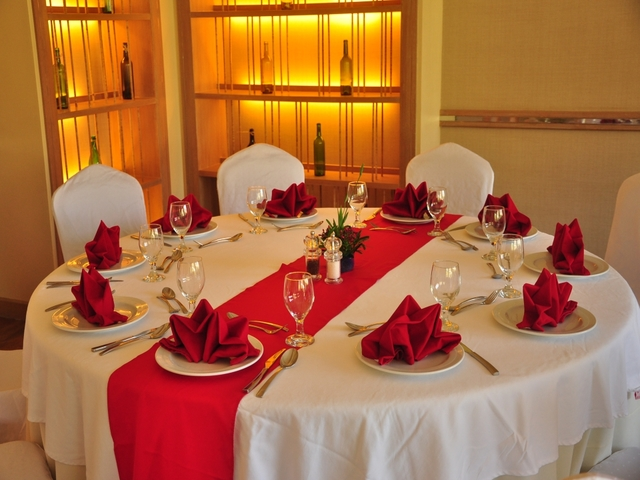 ballroom round dining table decorated with folded napkins