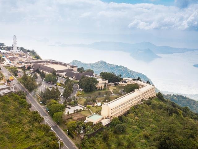 taal vista hotel surrounding