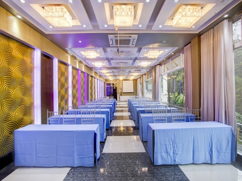hotel function room dining tables setup