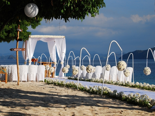 white wedding reception at the beachfront