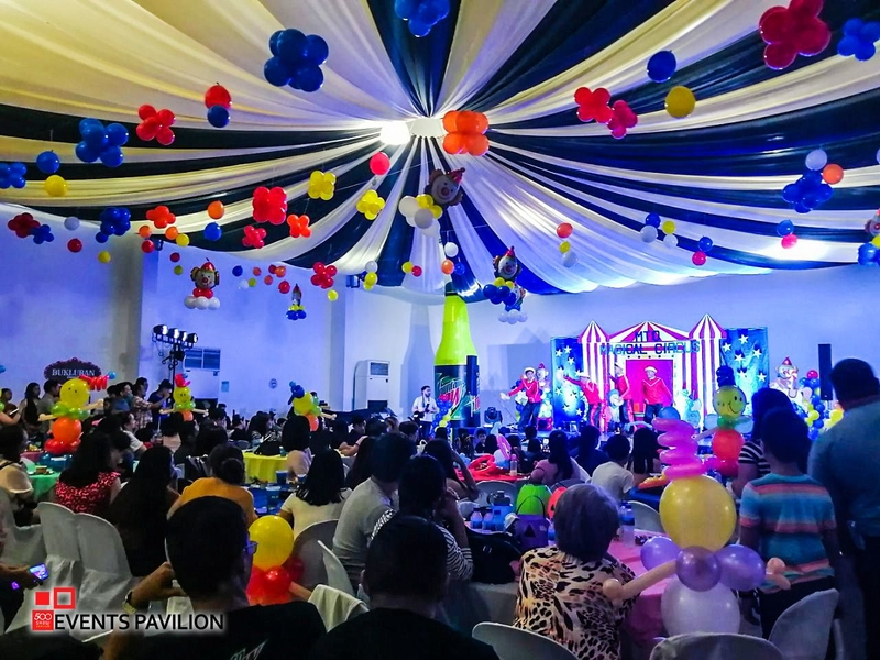 kids birthday party with circus theme and balloons decoration