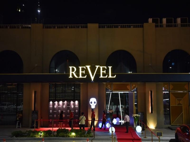 revel at the palace entrance
