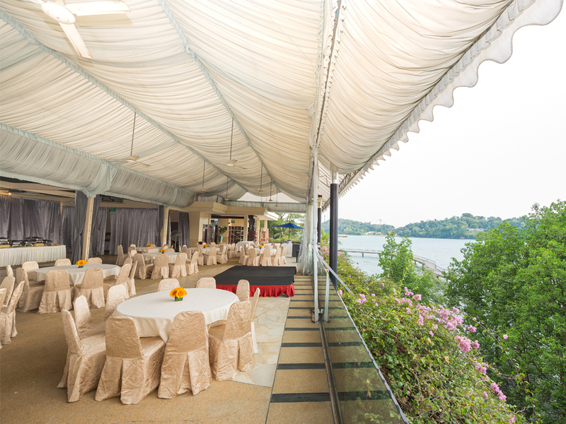 sea view restaurant in singapore with banquet seating and tent