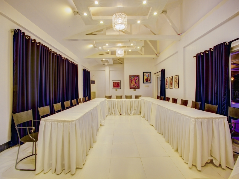 santiago corporate gathering venue with u-shaped seating and high ceiling