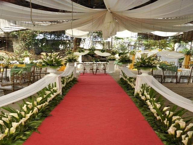 wedding aisle in semi ourdoor wedding area