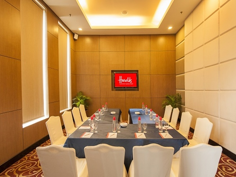 conference seating style for small pax corporate meeting