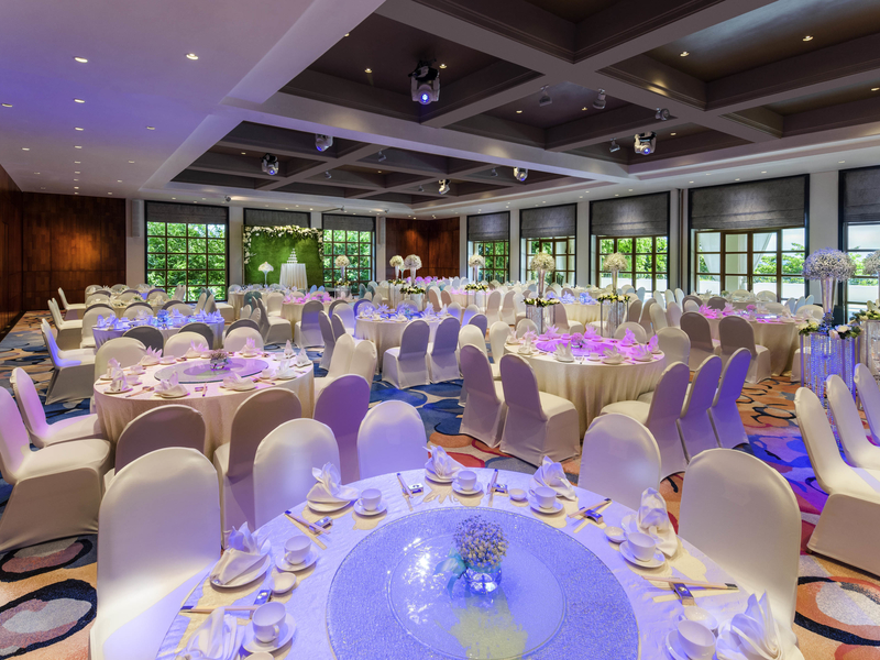high ceiling function room with round banquet seatings