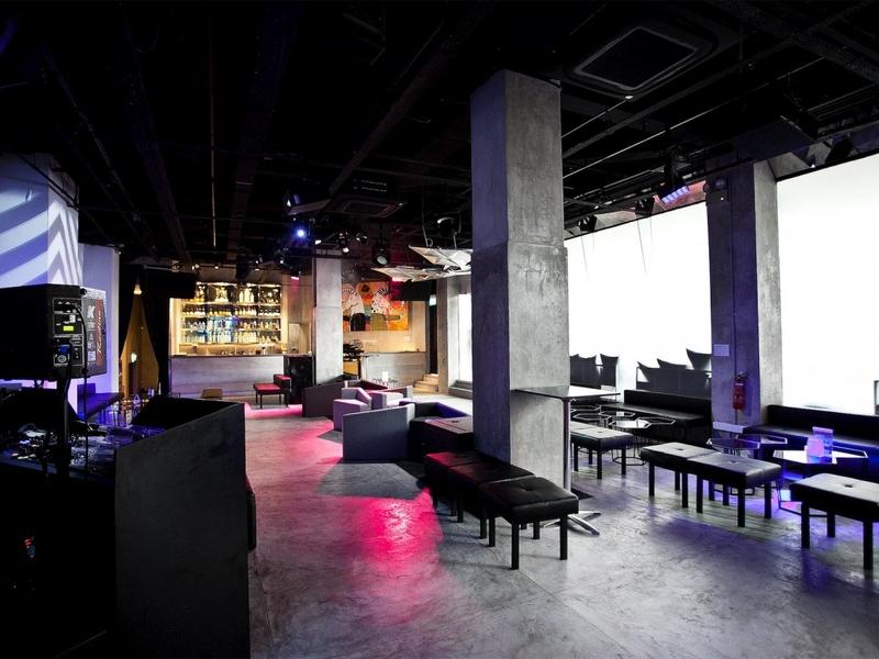 entertainment lounge space providing the latest audio-visual technology