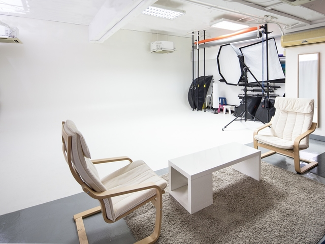 meeting space for two persons with photography studio as the background
