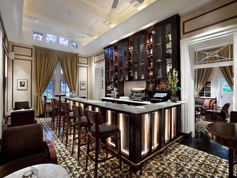 the hermitage lounge elegant classic bar central jakarta
