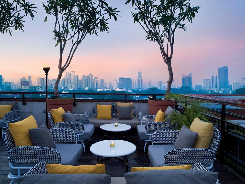 la vue cool spot to enjoy sunset jakarta