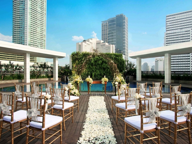 poolside at mandarin oriental jakarta rooftop wedding venue thamrin