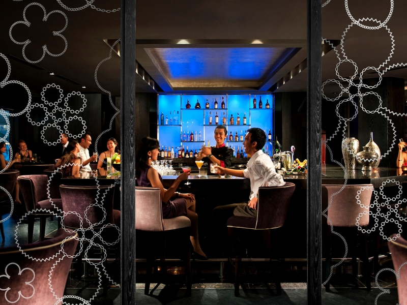 mo bar at mandarin oriental jakarta romantic night out idea