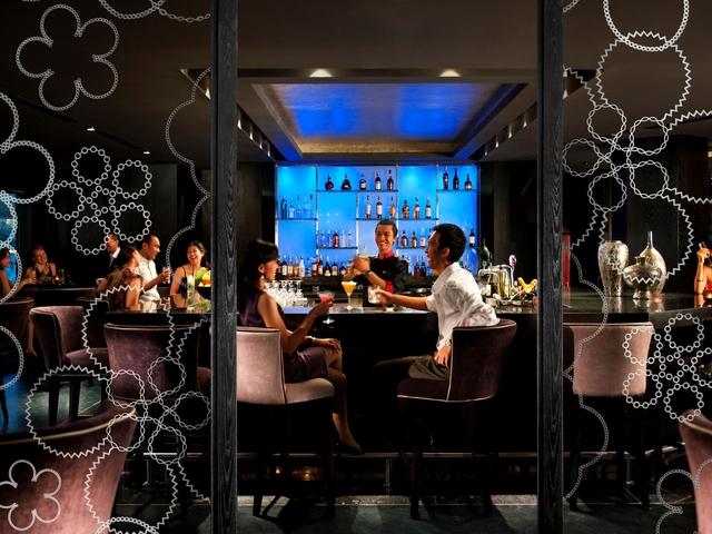 mo bar at mandarin oriental jakarta romantic night out idea